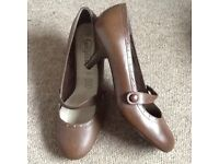 Brown heeled shoes size 5
