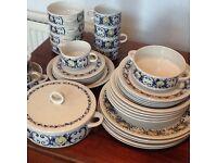 Villeroy and Boch retro China pattern attractive Cadiz design-made in Luxembourg good conditio
