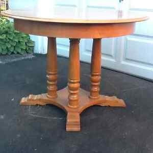 Roxton dinning room table Cornwall Ontario image 2