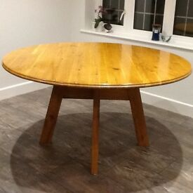 Pine circular table