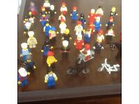 LEGO 45 FIGURES,& ASSORTMENT OF LEGO SORTED INTO COLOURS & BAGGED , APPROX .WEIGHT 3 kg ,