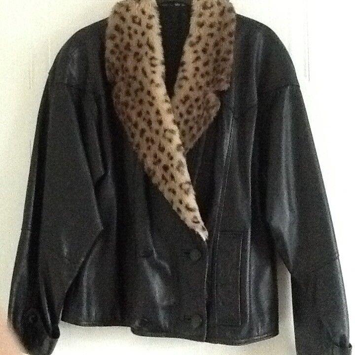 Ladies vintage soft black leather jacket. Leopard fur collar. Size 12. Good condition.