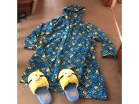BOYS DESPICABLE ME MINION HOODED DRESSING GOWN AGE 11-12 ALSO PAIR MINION SLIPPERS SIZE SMALL