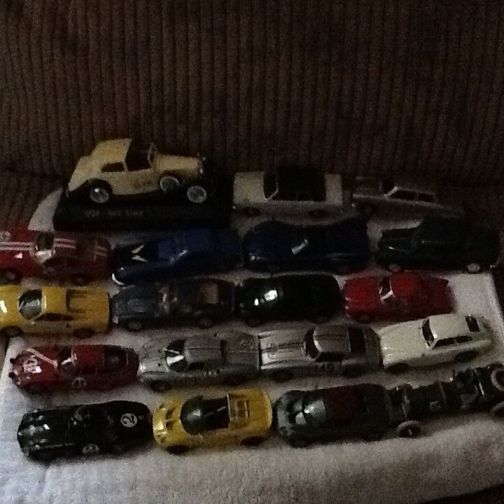 19 Metal toy cars (small)