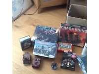 War hammer -selection of figures painted and unpainted, books and storage box for figure.