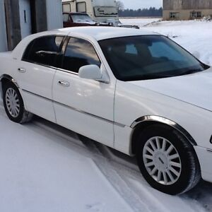 2005 Lincoln Town Car REDUCED $2500.