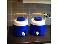 2 Thermos flasks