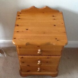 Pine bedroom furniture, bed, 2 3 drawer bedside cabinets and 1 5 drawer chest of drawers