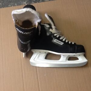 Mens size 9 baurer hockey skates