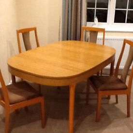 Shrieber extending dining table and 4 chairs