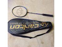 Carlton badminton racquet in black, aerogear 800 FX, cover with zip, shoulder handle