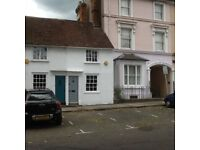 Charming 2 bed unfurnished cottage situated in the heart of Farnham
