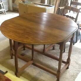 Mahogany Sutherland dining table