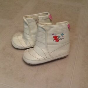 Elmo Booties fits 6-12 mths