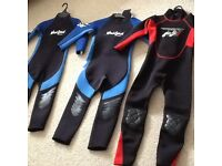 Kids wetsuits size 3 + 4