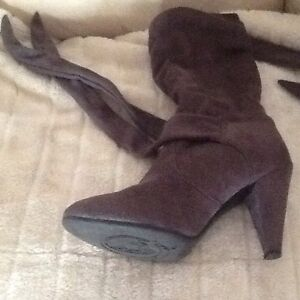 PAIR OF GREY SUEDE LIKE/CLOTH STRAPS BOOTS SIZE 9 Richardson Tuggeranong Preview