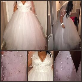 SOLD!!!Wedding Dress NEW NEVER BEEN WORN