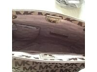 Genuine Brand new with tags Michael Kors Jet Set Tote £120