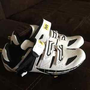 Mens biking shoes size 8.5 perfect shape