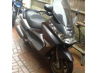 Piaggio 400 super scooter