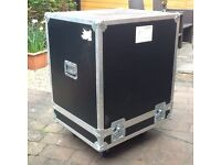 FLIGHT CASE ON CASTERS 740x840