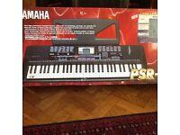 YAMAHA PSR-220 keyboard in box