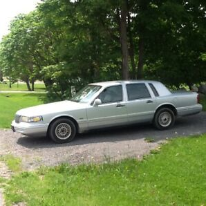 Southern belle! 1995 Lincoln Town Car