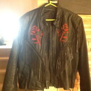 Manteau de cuir et chap de moto