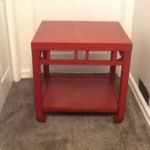 Finesse side table