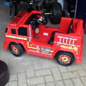 Fire engine battery operated ride on 6 volts/sirens / lights & charger good condition