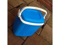 Cool box - Excellent condition, ideal for camping & days out