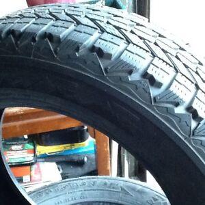 4 pneus d'hiver fierstone 225-60-17 winter force excellant