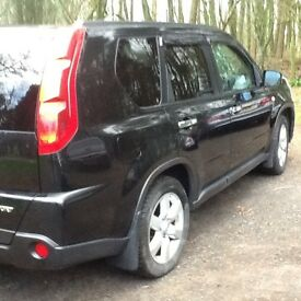 Nissan ex trail colour black well maintained