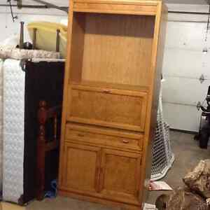 Solid wood unit with shelves