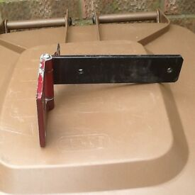 Land Rover Discovery series 3 lower rear door hinge