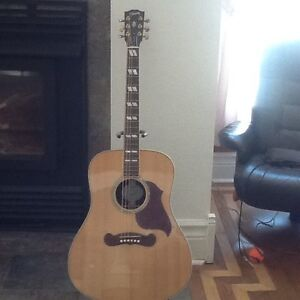 Gibson Songwriter Deluxe Studio Acoustic/Electric guitar