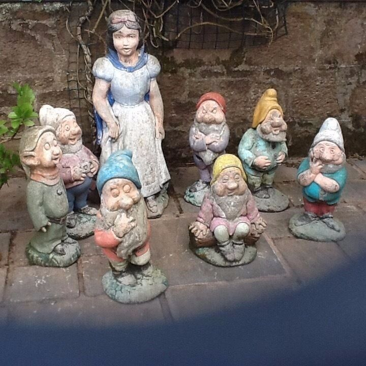 Snow White And Seven Dwarfs Stone Garden Statues In