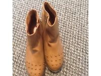 New ladies tan boots size 6