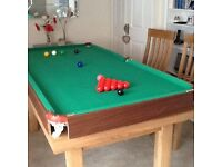 Snooker/pool Table. 6ft X 3ft table top snooker table with balls and 2cues.