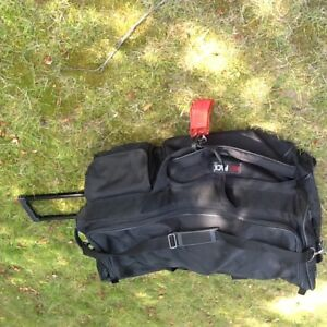 Large Black Sports Bag/Suitcase with Handle and On Wheels