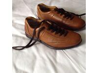 Men's leather trainer type shoe.