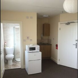 LE4 SELF CONTAINED REFURBISHED STUDIO FLAT FOR RENT,*FREE WIFI*, ALL BILLS COVERED EXCEPT ELECTRIC
