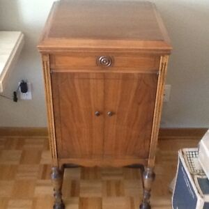 """ANTIQUE GRAMOPHONE cabinet , PLEASE NOTE """" NO GRAMOPHONE inside West Island Greater Montréal image 2"""