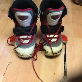 Vans isotope snowboard boots size 4.5 with switch clip in bindings
