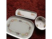 Tray, sandwich plate and bowl