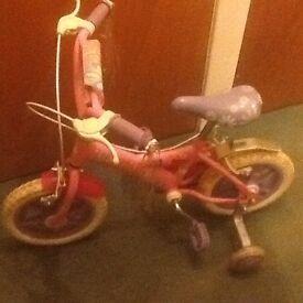 CHILDS BICYCLE.