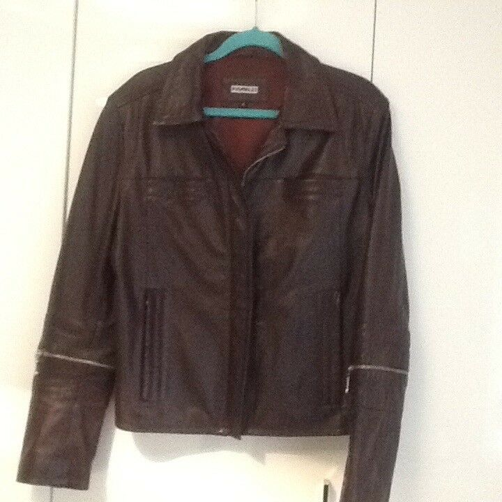 LADIES CHOC BROWN FIORELLI LEATHER JACKET. SIZE 16.