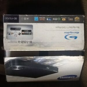 SAMSUNG BLUE RAY disc player BUIL-IN In WIFI-No Wires new in box