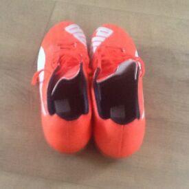 PUMA EVOSPEED FOOTBALL BOOTS SIZE 6