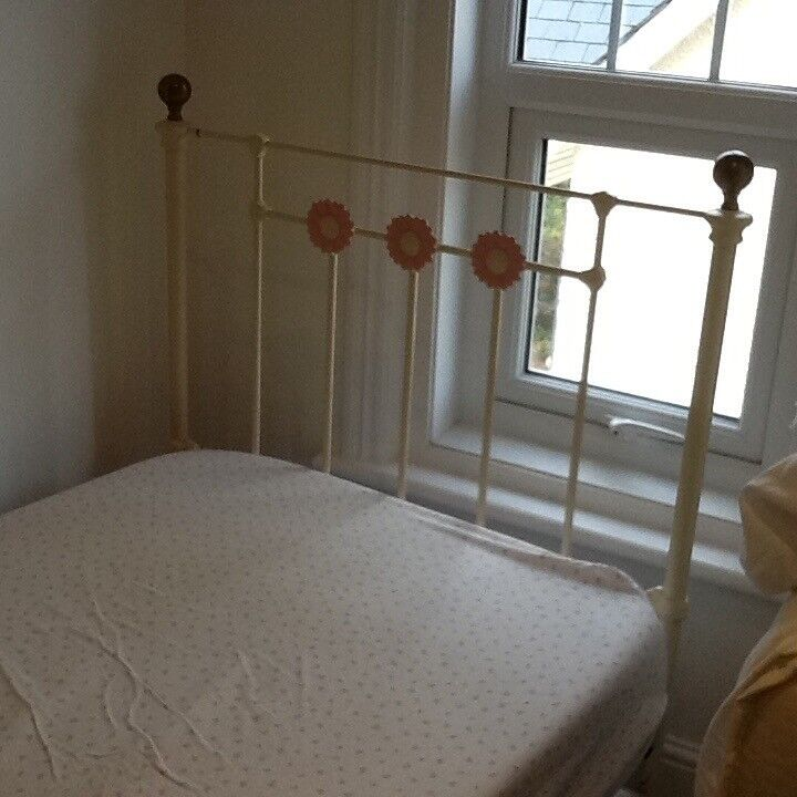 Feather and black beautiful single bed with pink flowers